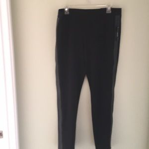 Black Worthington leggings w/faux leather detail